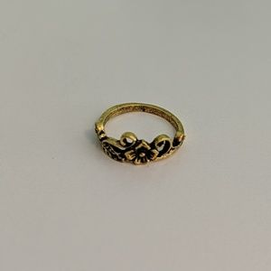 Jewelry - Gold Antique Flower Ring